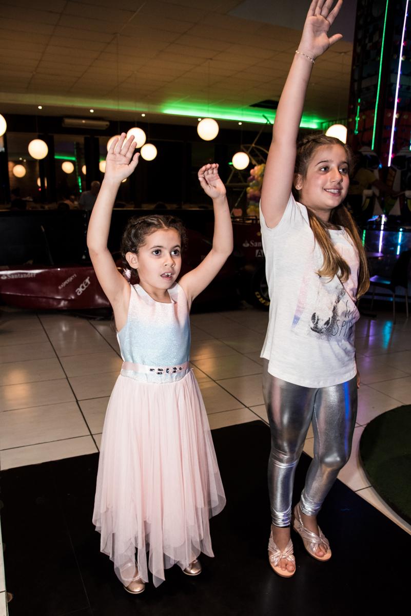 curtição no x box no Buffet Planeta Kids, Lapa, São Paulo, aniversario de Sarah 8 anos, tema da festa Unicórnio
