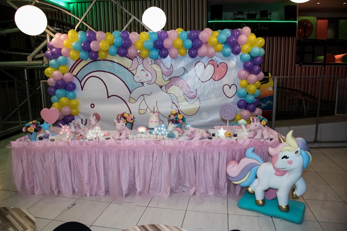 Mesa temática no Buffet Planeta Kids, Lapa, São Paulo, aniversario de Sarah 8 anos, tema da festa Unicórnio
