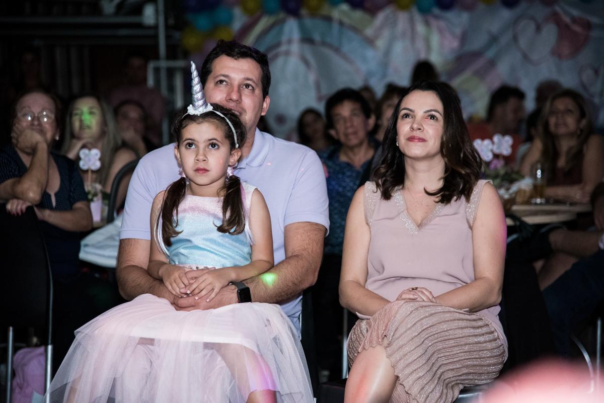 hora da retrospectiva no Buffet Planeta Kids, Lapa, São Paulo, aniversario de Sarah 8 anos, tema da festa Unicórnio