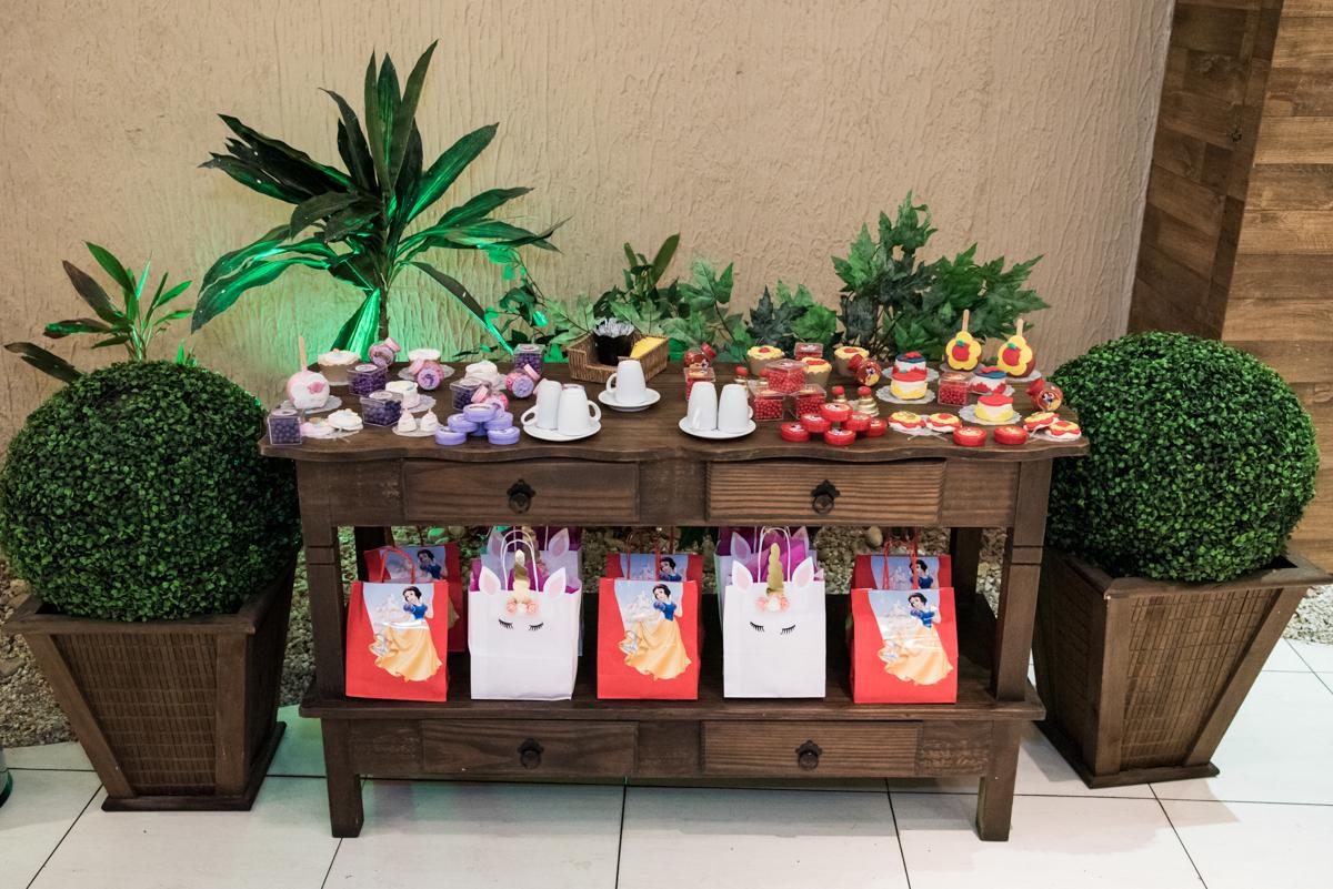mesa do café no Buffet Planeta Kids, Lapa, São Paulo, aniversario de Sarah 8 anos, tema da festa Unicórnio