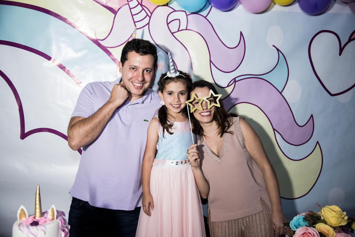 foto da família no Buffet Planeta Kids, Lapa, São Paulo, aniversario de Sarah 8 anos, tema da festa Unicórnio