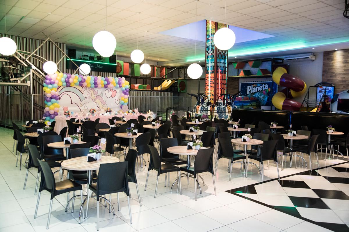 salão decorado com balão no Buffet Planeta Kids, Lapa, São Paulo, aniversario de Sarah 8 anos, tema da festa Unicórnio