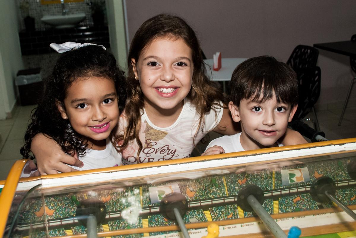 foto com os amigos no Buffet Mega Boom, Santana, São Paulo, aniversário Théo 4 anos tema da festa Patrulha Canina