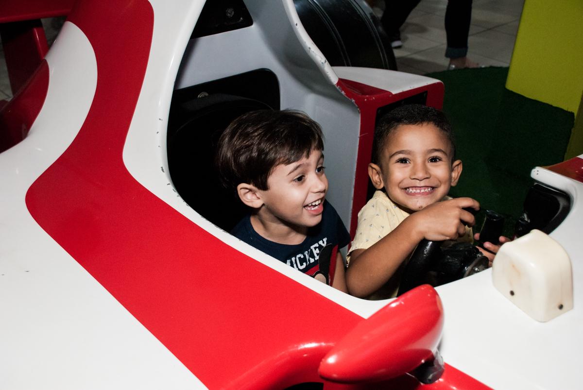 simulado de corrida animado no Buffet Mega Boom, Santana, São Paulo, aniversário Théo 4 anos tema da festa Patrulha Canina