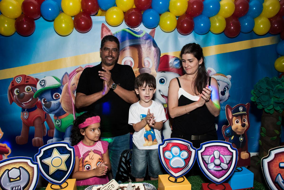 hora do parabéns no Buffet Mega Boom, Santana, São Paulo, aniversário Théo 4 anos tema da festa Patrulha Canina