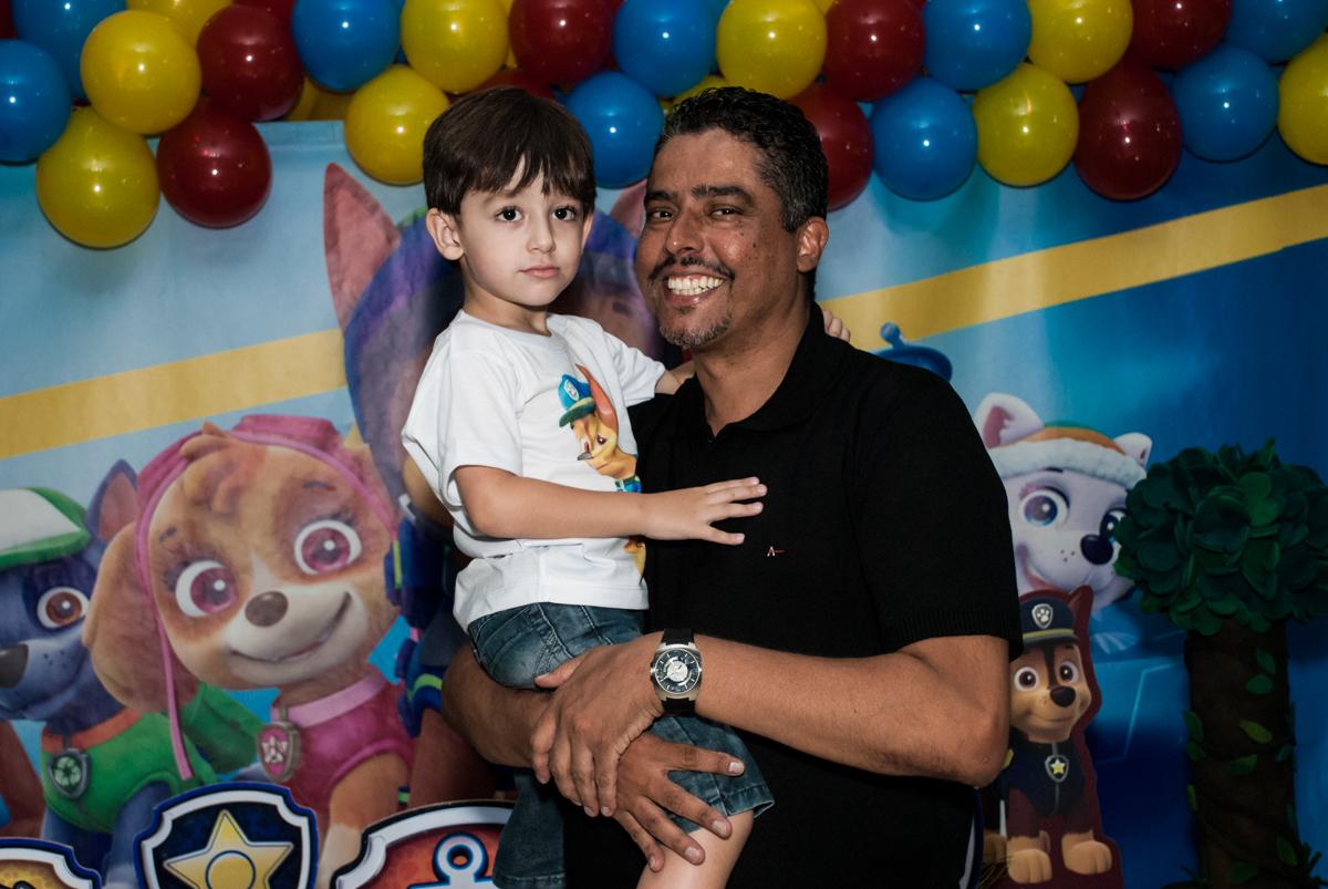 foto pai e filho no Buffet Mega Boom, Santana, São Paulo, aniversário Théo 4 anos tema da festa Patrulha Canina