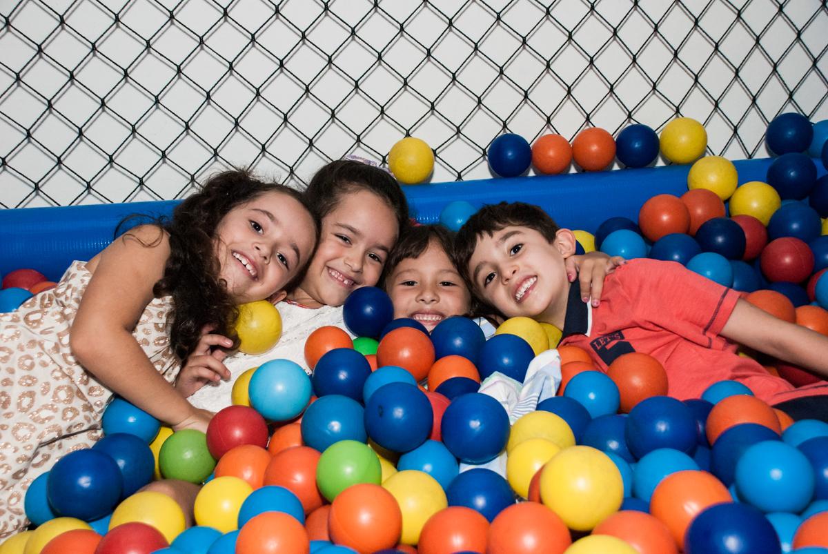 piscina de bolinhas  divertida no Buffet Boomerang, Cidade Jardim, São Paulo, aniversario de Lucas 6 anos, tema da festa, lego
