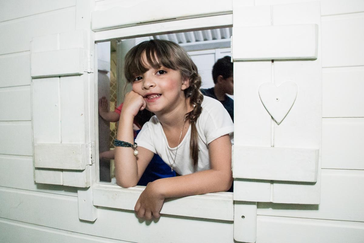 pose de princesa na janela no Buffet Boomerang, Cidade Jardim, São Paulo, aniversario de Lucas 6 anos, tema da festa, lego