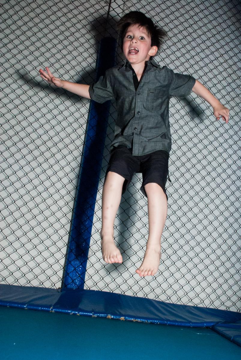 pula pula divertido no Buffet Boomerang, Cidade Jardim, São Paulo, aniversario de Lucas 6 anos, tema da festa, lego