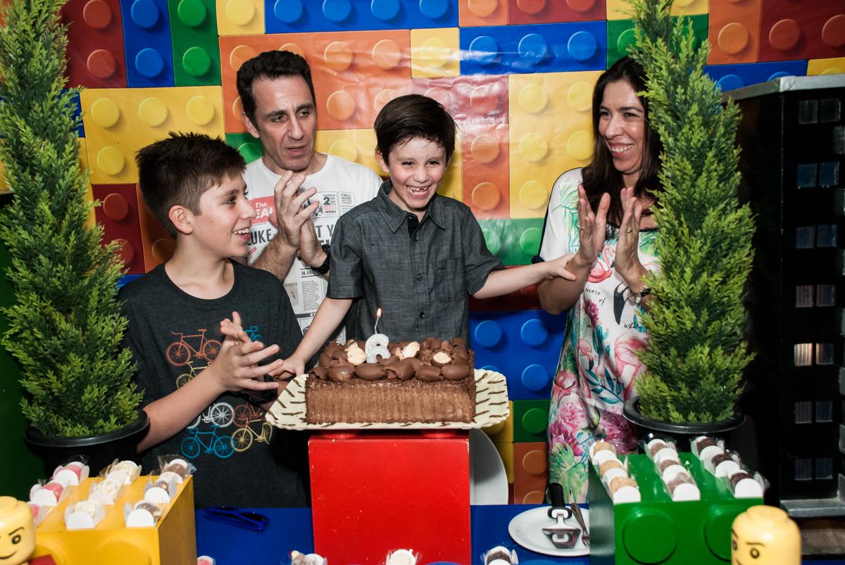 hora do parabéns no Buffet Boomerang, Cidade Jardim, São Paulo, aniversario de Lucas 6 anos, tema da festa, lego