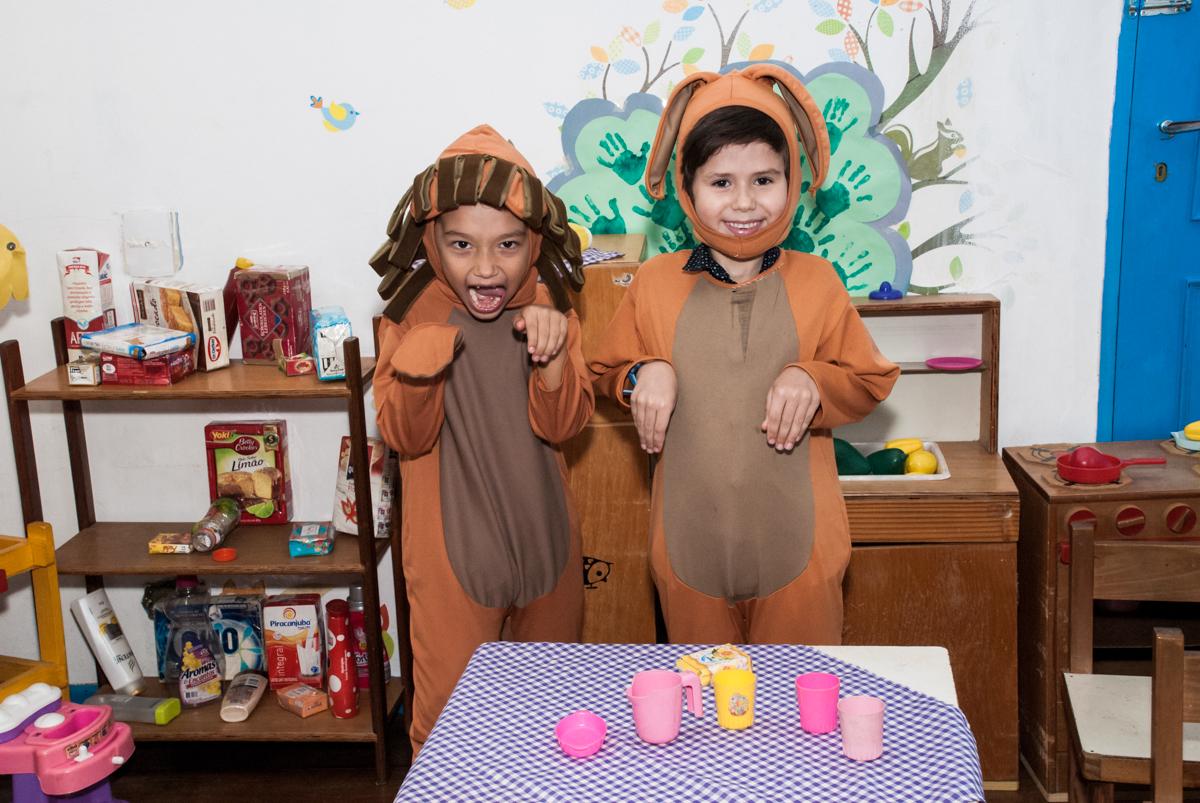 hora do lanche no Buffet Grand Kid's, Cotia São Paulo, aniversário de Joseph 1 ano, tema da festa páscoa
