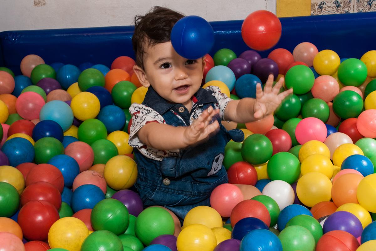 piscina de bolinhas divertida no Buffet Grand Kid's, Cotia São Paulo, aniversário de Joseph 1 ano, tema da festa páscoa