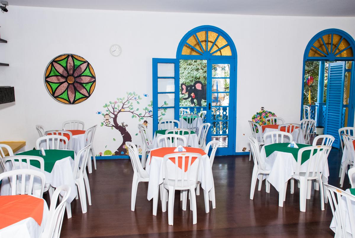 mesas decoradas para a festa no Buffet Grand Kid's, Cotia São Paulo, aniversário de Joseph 1 ano, tema da festa páscoa