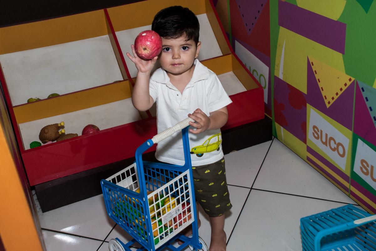 brincando de fazer compras no mercadinho