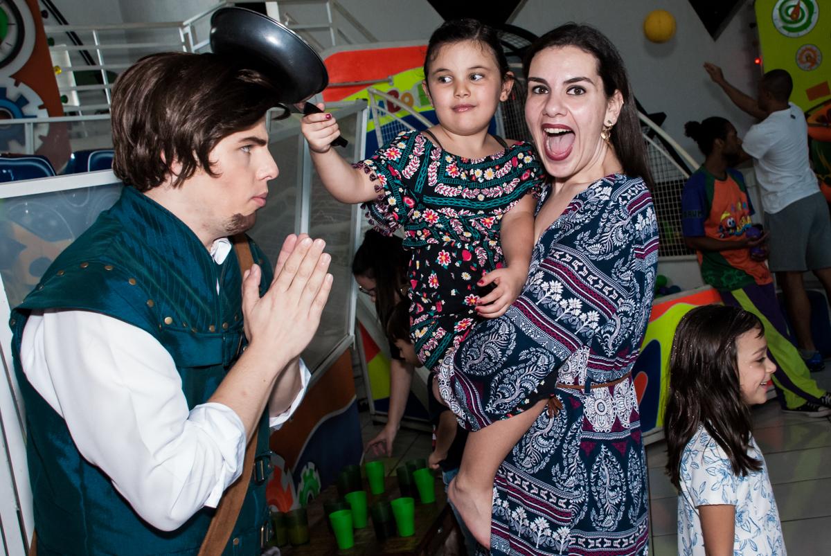foto com a tia e os personagens