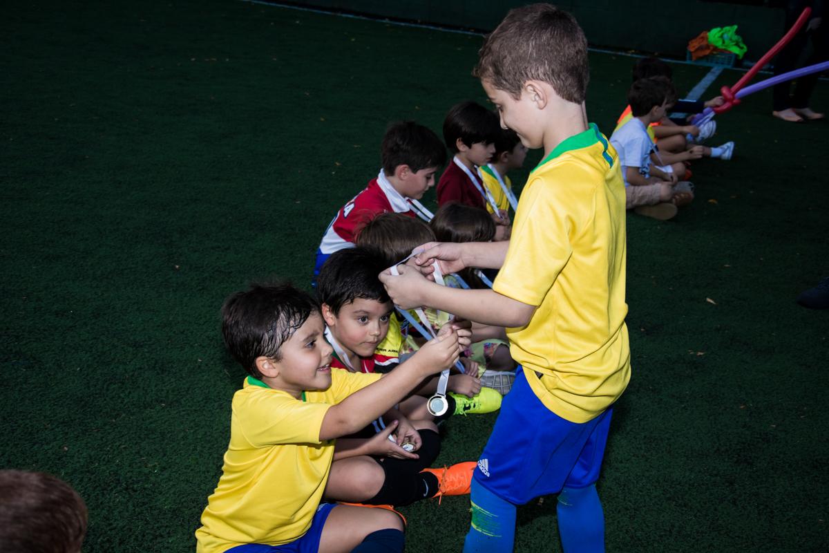 hora da entrega das medalhas para os jogadores