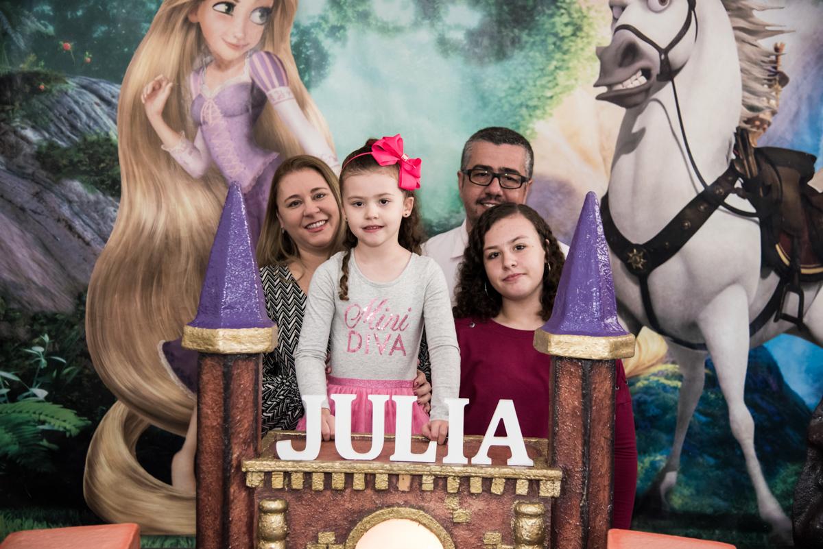 fotografiada aniversariante com a família