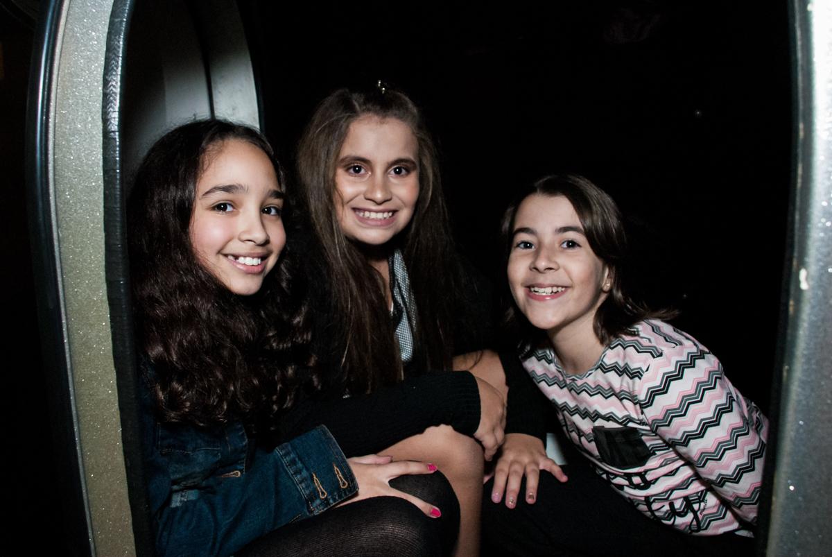 foto da aniversariante com as amigas