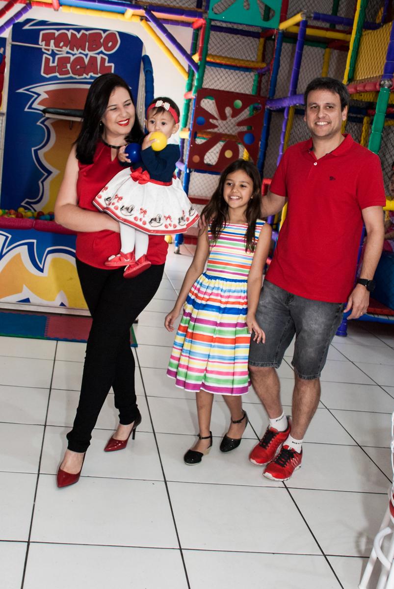 entrada da família para a festa da Mariana