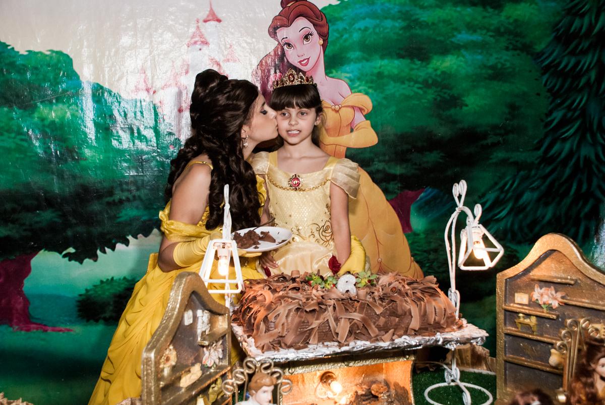 beijo da Bela na aniversariane