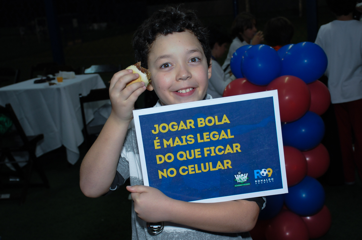 Fotografia da placa do Buffet High Soccer