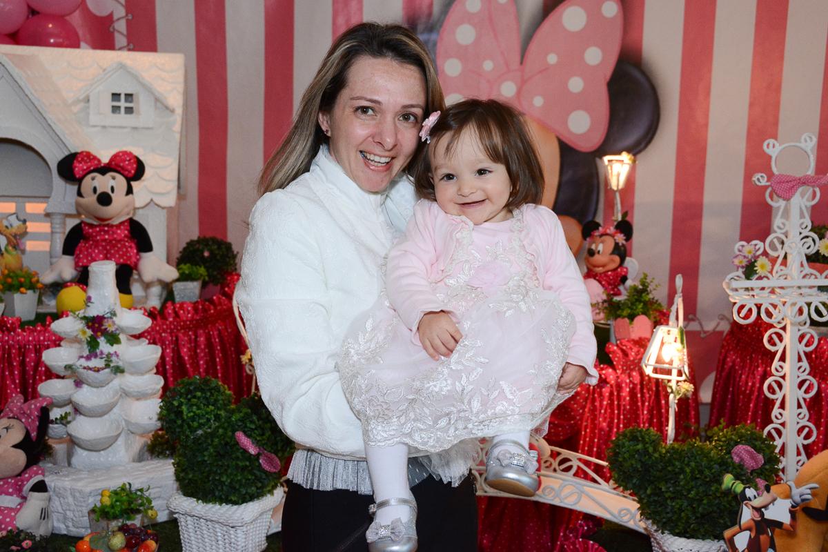 Lorena com a mamãe na mesa decorada  no Buffet Planeta Kids, São Paulo - SP