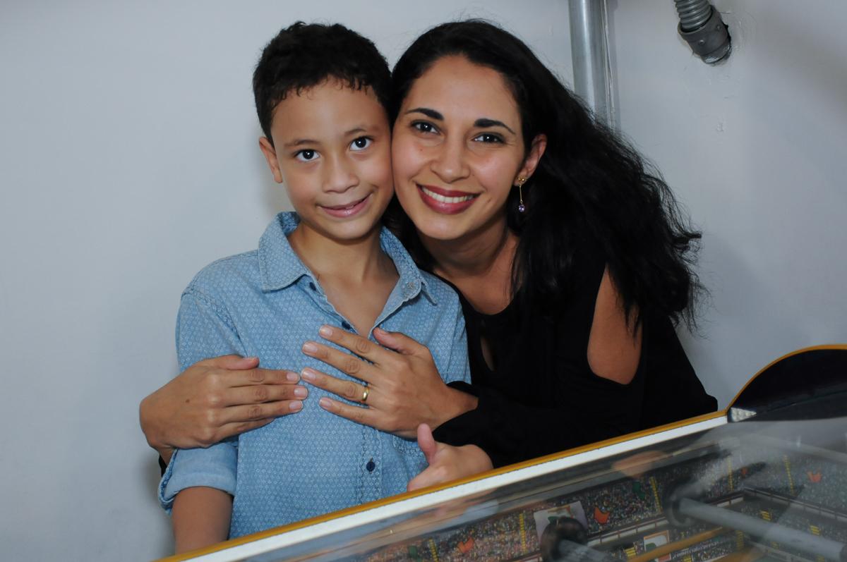 Gabriel com convidada posando para foto  Buffet Zureta-Osasco -SP