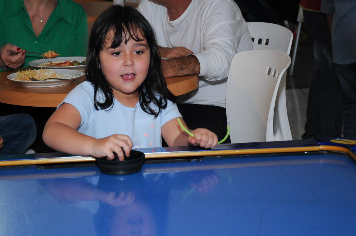 Crianças jogando  Buffet Zureta-Osasco -SP