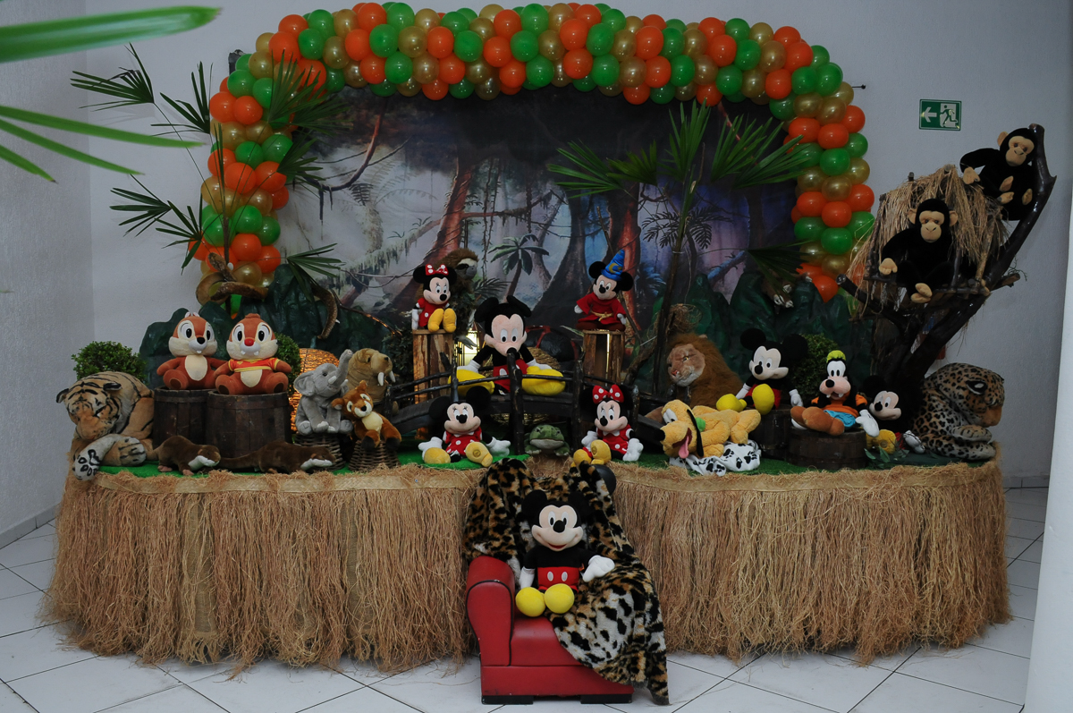 Mesa decorada do Mickey no Buffet Fábrica da Alegria, SP
