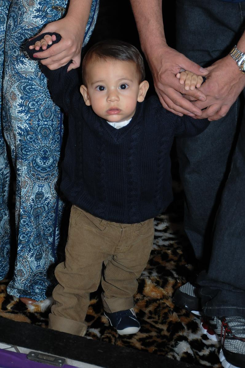 Lucas entrando para festa de seu aniversário no Buffet Fábrica da Alegria, SP