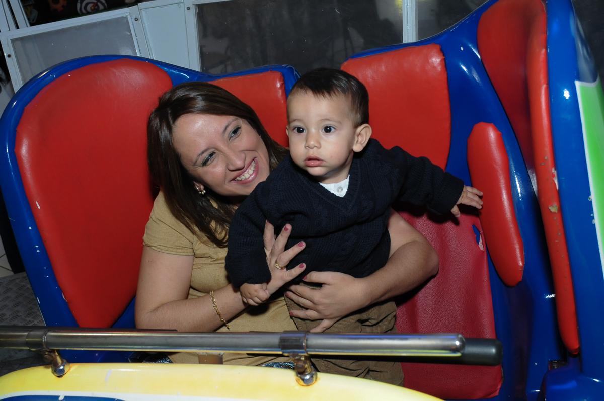 mamãe e lucas brincando no Buffet Fábrica da Alegria, SP