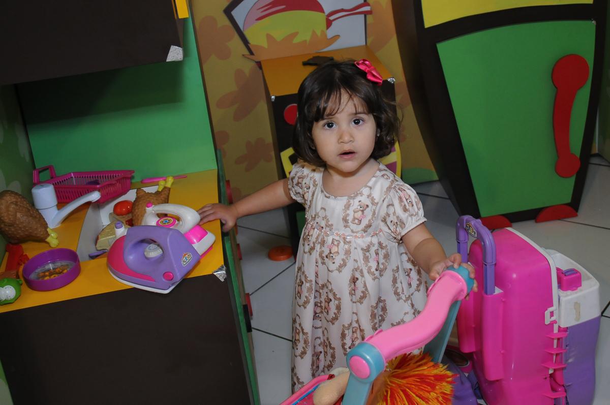 fofura de criança na área baby no Buffet Fábrica da Alegria, SP