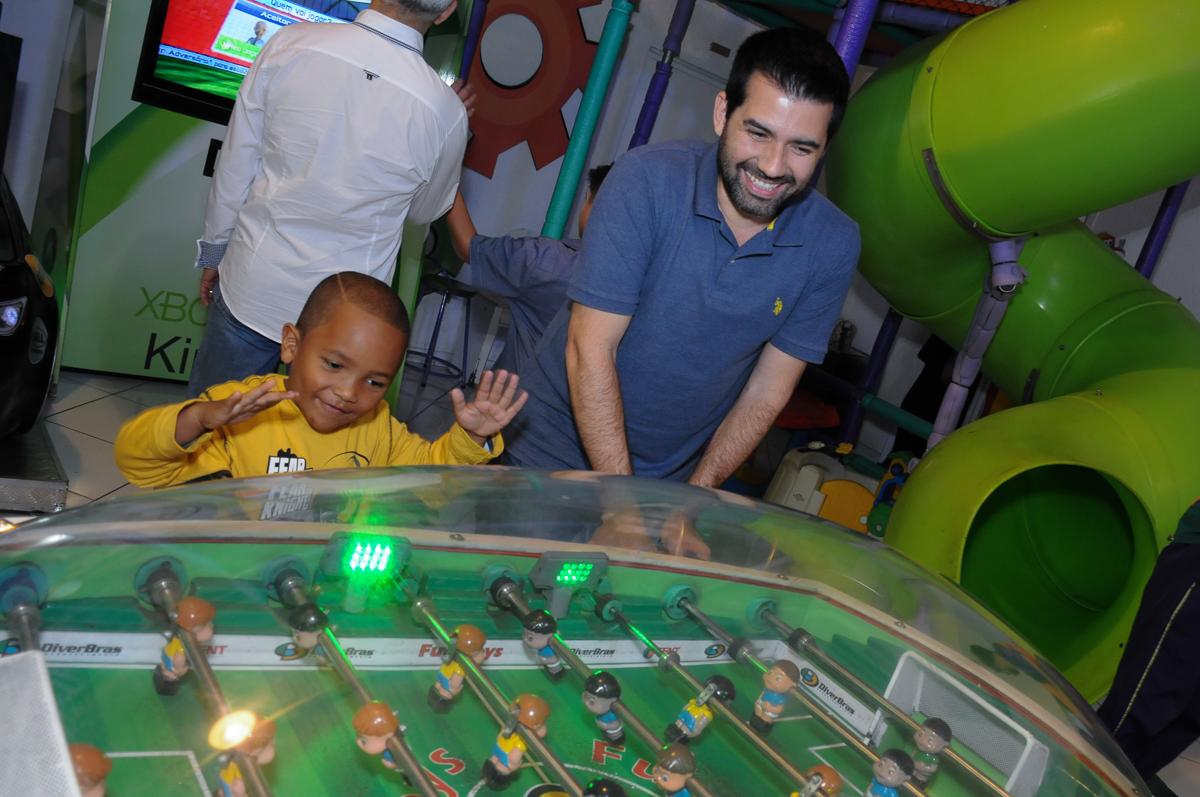 os adultos brincando no Buffet Fábrica da Alegria, SP