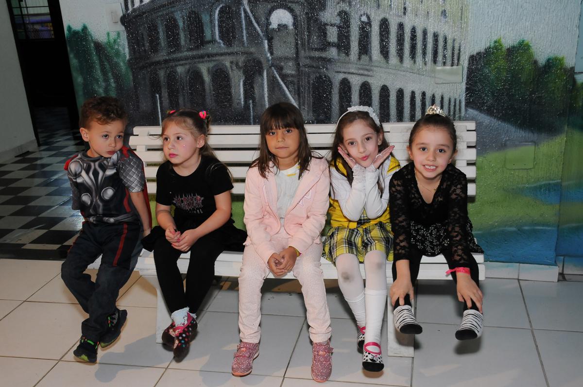fotinho de Lara e amigas no Buffet Zezé e Lelé