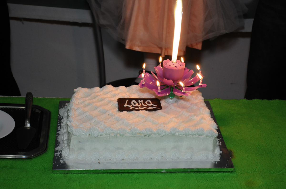bolo do aniversário da Lara no Buffet Zezé e Lelé