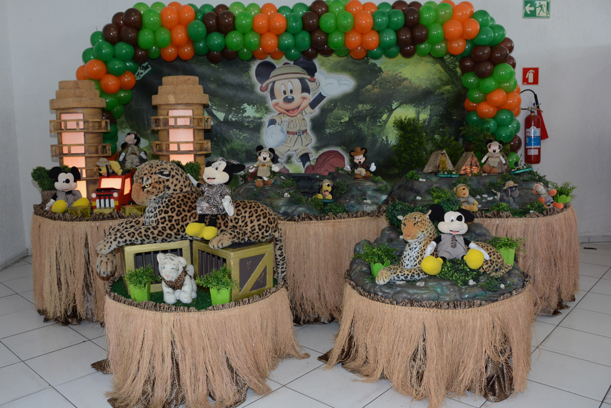 mesa mickey safari no buffet fábrica Morumbi