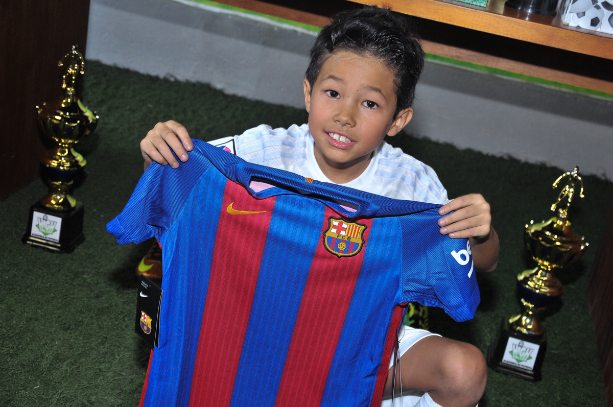 rafael e a camisa de seu time no Buffet High Soccer