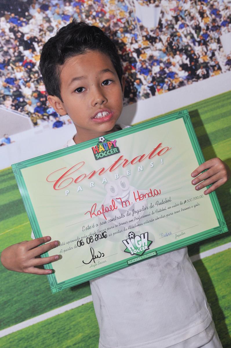 rafael e o contrato assinado para jogar bola em seu time do coração no Buffet High Soccer