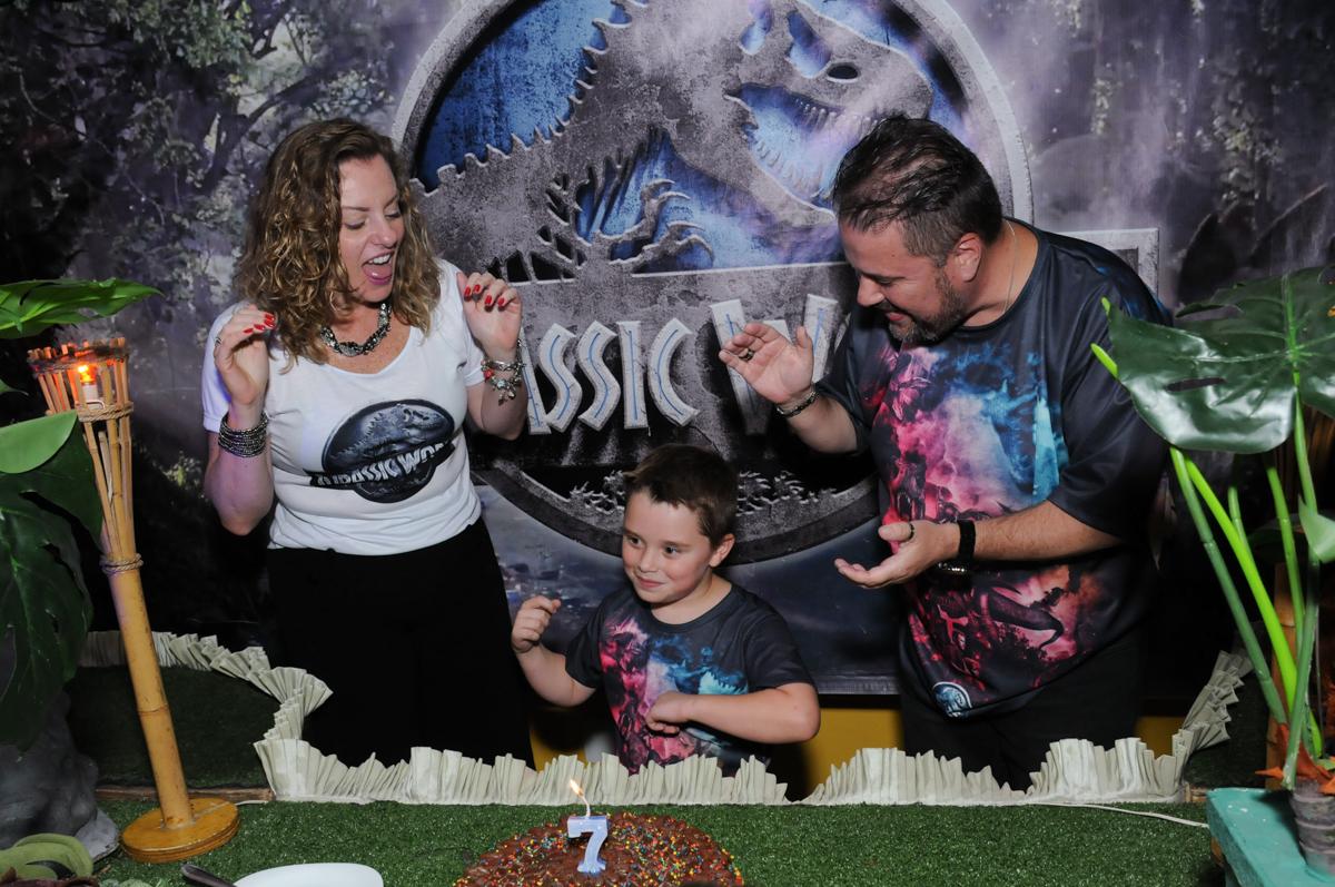 thiago e os pais cantando parabéns no buffet espaço boo, Lapa, São Paulo