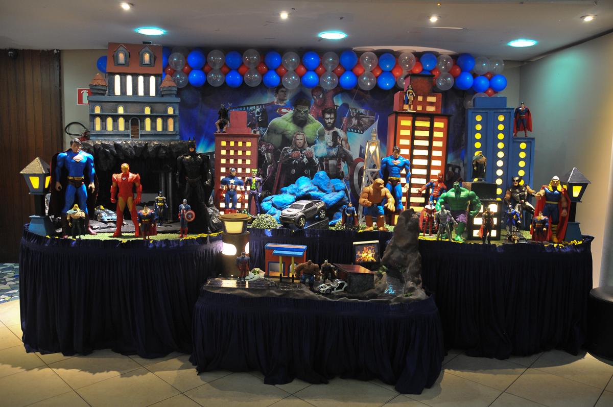 mesa decorada tema os vingadores no buffet viva vida, fazendinha butantã