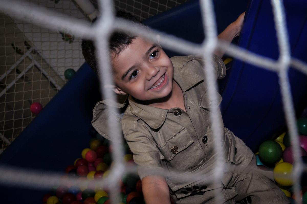 aniversariante na piscina de bolinha no Buffet infantil Max Mania, Panambi