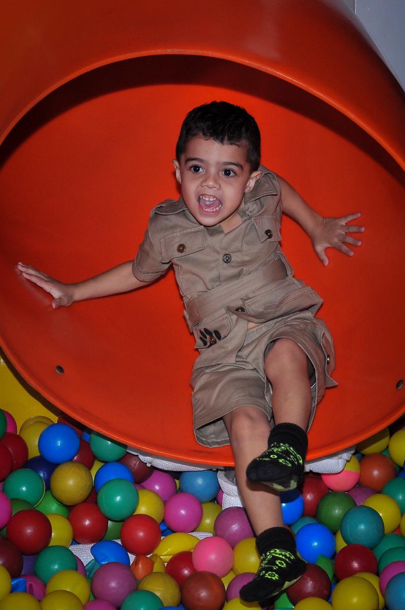 aniversariante no escorregador no Buffet infantil Max Mania, Panambi