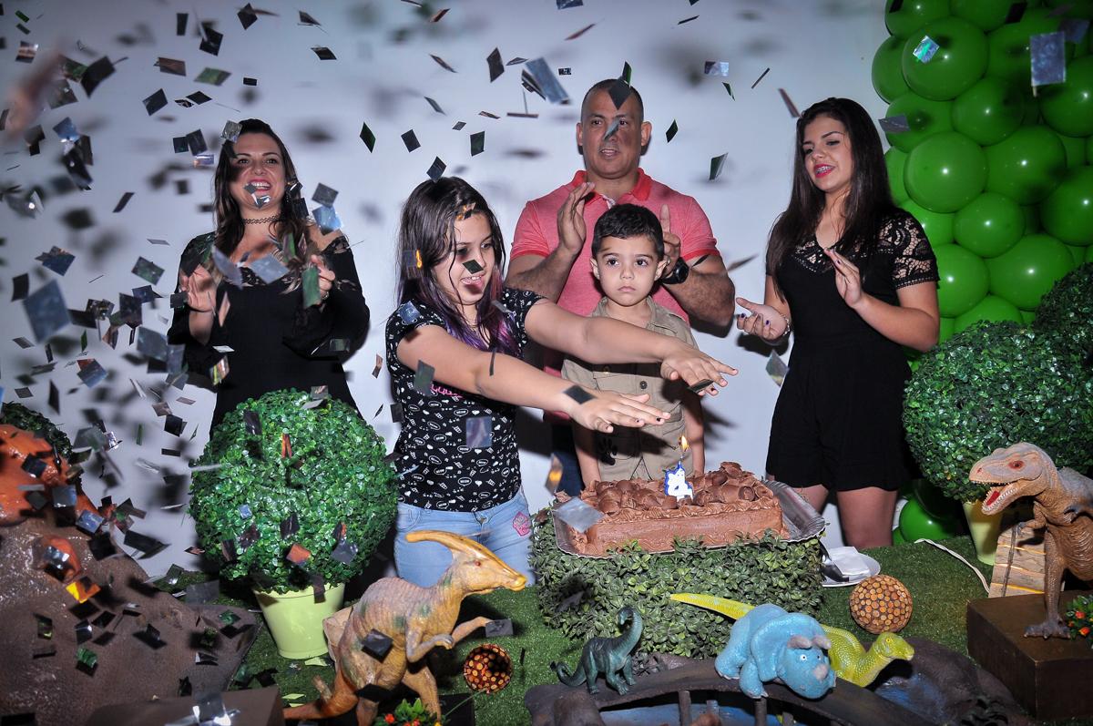 chuva de papel picado no Buffet infantil Max Mania, Panambi