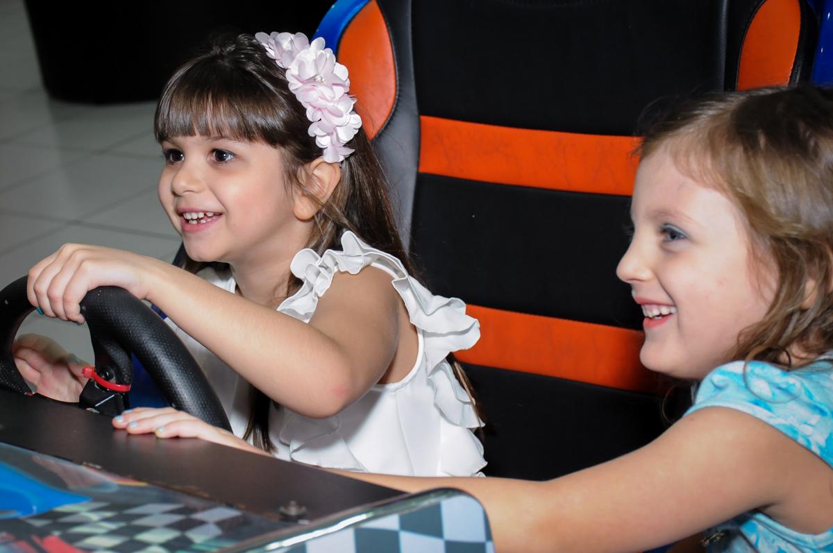 aniversariante no carrinho no Buffet Infantil Ra Tim Boom, Saude, São Paulo