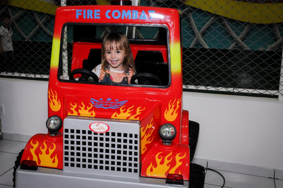 bagunça no jeep no Buffet Infantil Ra Tim Boom, Saude, São Paulo