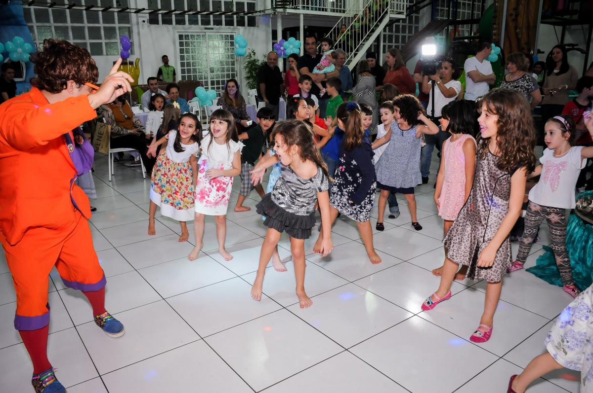criançada no show no Buffet Infantil Ra Tim Boom, Saude, São Paulo