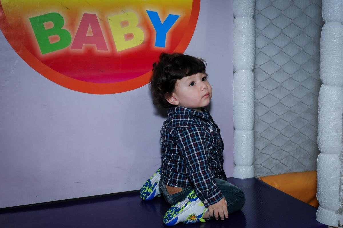 brincando na área baby no Buffet Fábrica da Alegria, Unidade Osasco