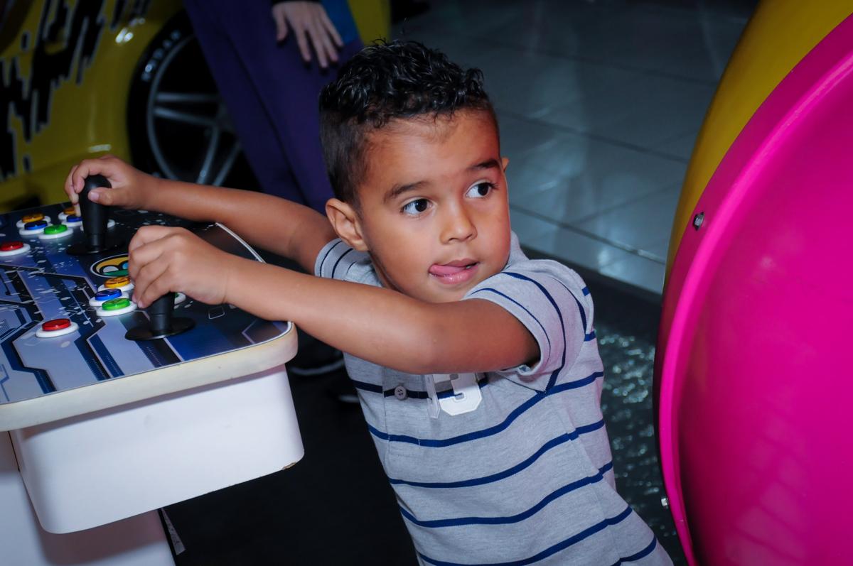 brincadeiras das crianças no Buffet Magic Joy Unidade Saude