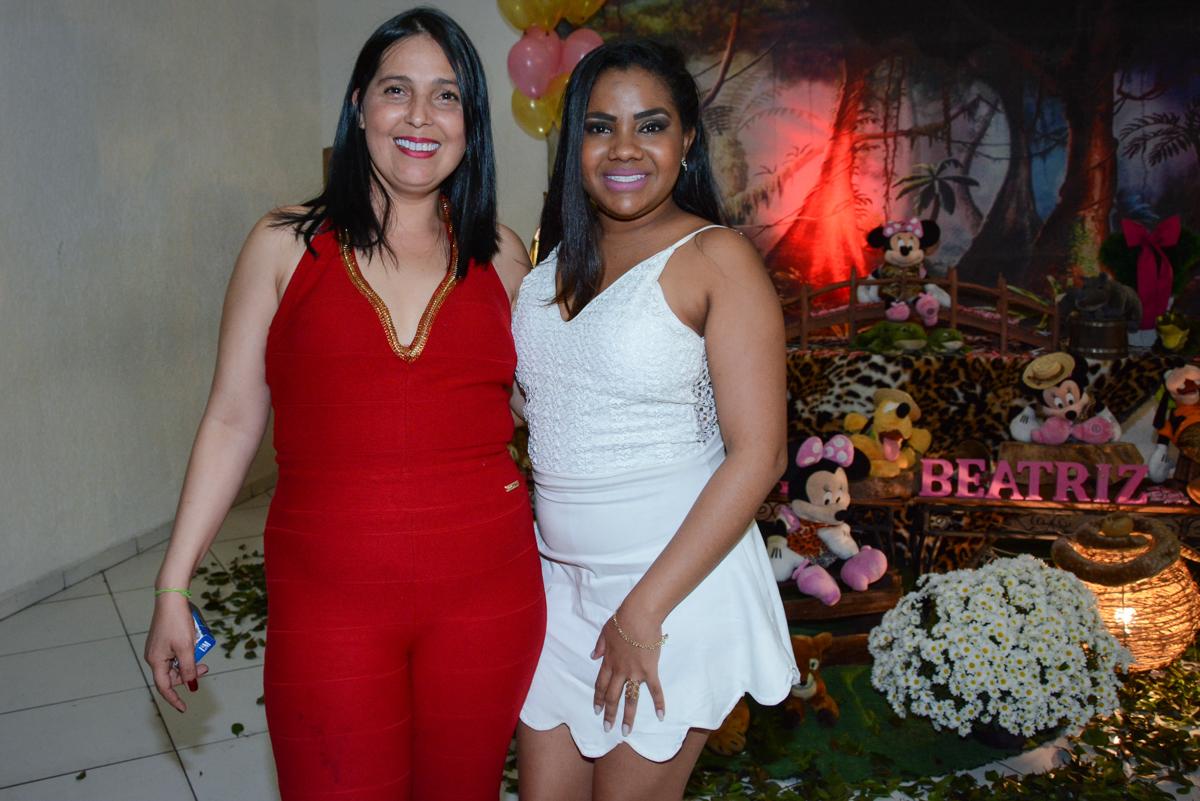foto da mãe e a amiga no Buffet Fábrica da Alegria Unidade Morumbi, São Paulo