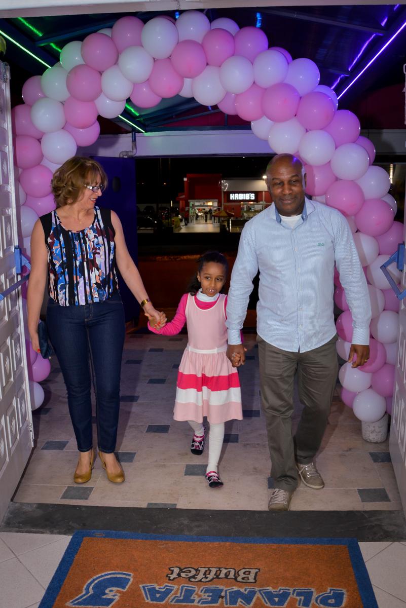 entrada da família no Planeta Buffet, São Paulo